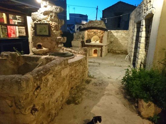 Gerani, Griechenland: Garden area
