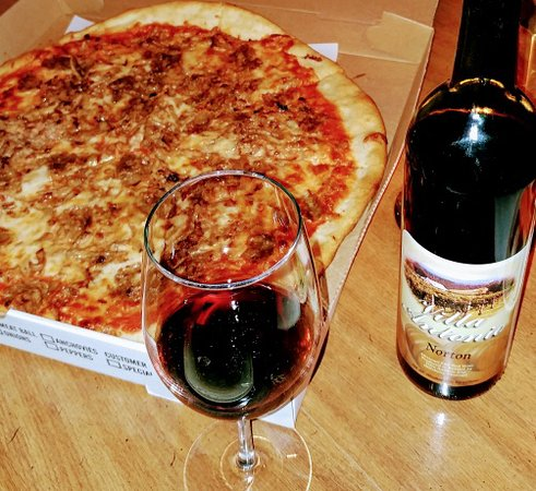 Raritan, NJ: Crumbled sausage and meatball pizza + nice red wine = Delicious