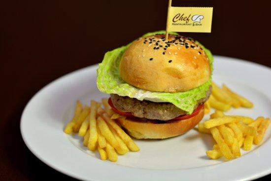 Zilina, Slovakia: Teľací hamburger