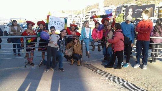 Região de Cusco, Peru: recepcion de nuestro personal señor Mr Carter y familia en el aeropuerto de la ciudad de cusco
