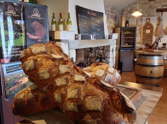 Bellegarde, Fransa: salle du restaurant