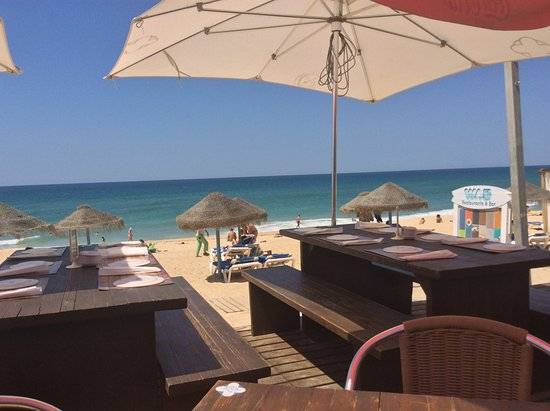 Wax Restobar: View from Restaurant  to Ocean and Beach