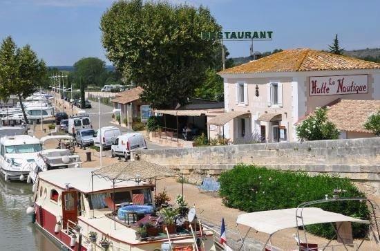 Bellegarde, Frankrike: le restaurant...