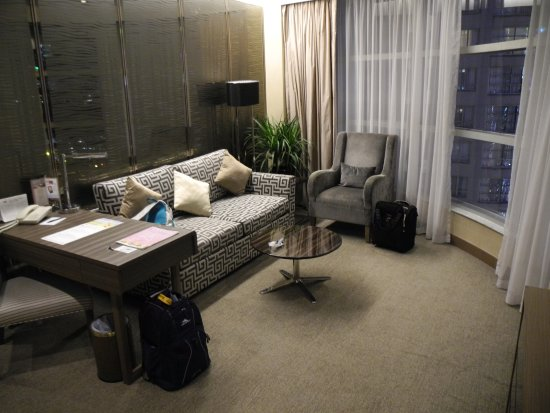 The Salisbury-YMCA of Hong Kong: Living Room of Harbour View Suite