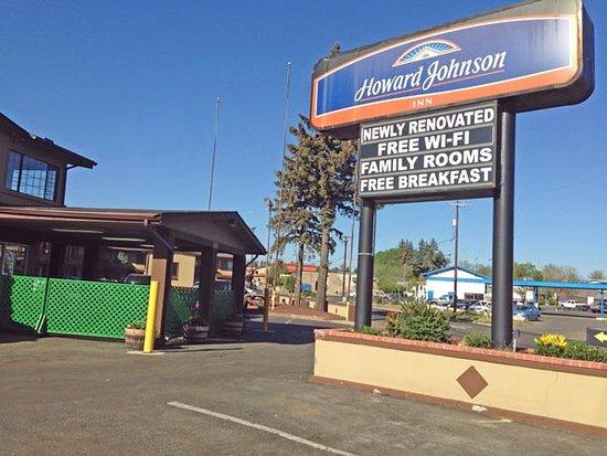 Howard Johnson Inn Flagstaff University West: Front of hotel