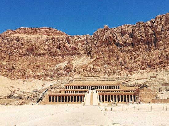 Totentempel der Hatschepsut im Deir-el-Bahari-Tal: photo0.jpg