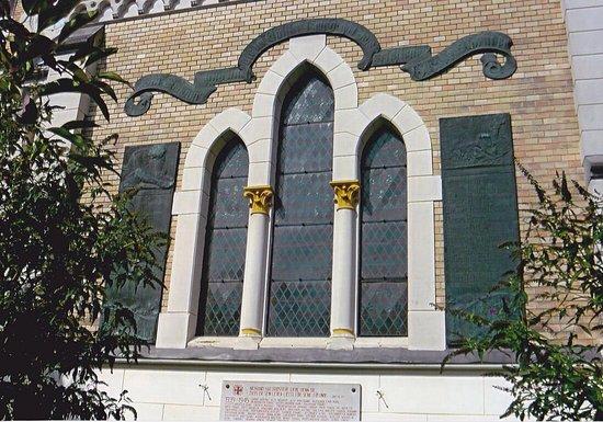 Kriegerdenkmal bei der Evangelischen Kirche