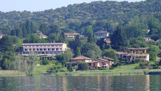Ranco, Italy: Hôtel vu du Lac