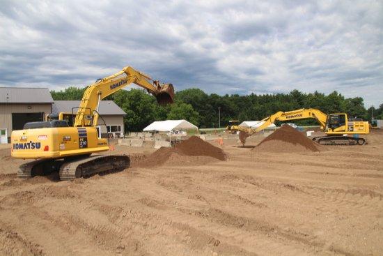 Hastings, MN: Dueling Excavators!