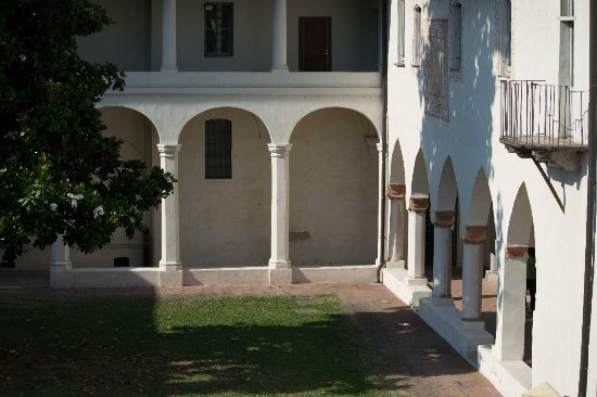 Interno bild fr n convento dell 39 annunciata for Interno a un convento
