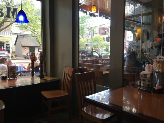 Magnolia's Deli & Cafe: Inside dining