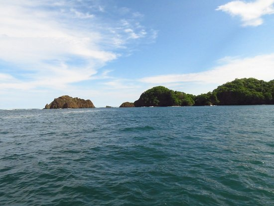 Playa Tortuga, كوستاريكا: The approach to Tortuga Island via cruise boat.
