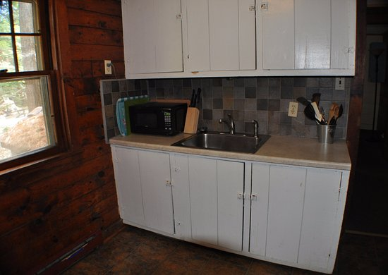 Pine Grove Cottages: cottage 9/10 (2BR) - rustic Adirondack kitchen
