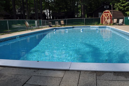 Pine Grove Cottages: Take a swim in our 20' x 40' pool