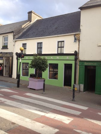 Oughterard, Irland: Hallorans; Lovely restaurant. Must visit.