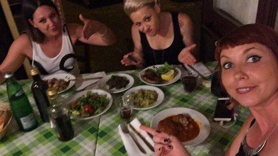 Da Tonino: Fantastica trattoria!! Donne venete soddisfatte!!😎