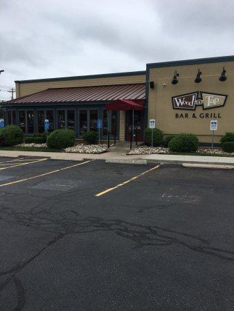 Hamden, Κονέκτικατ: Wood-N-Tap Bar & Grill