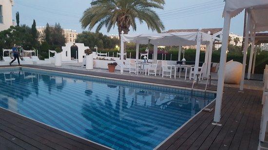 Tasmaria Hotel Apts.: 20170612_202303_large.jpg