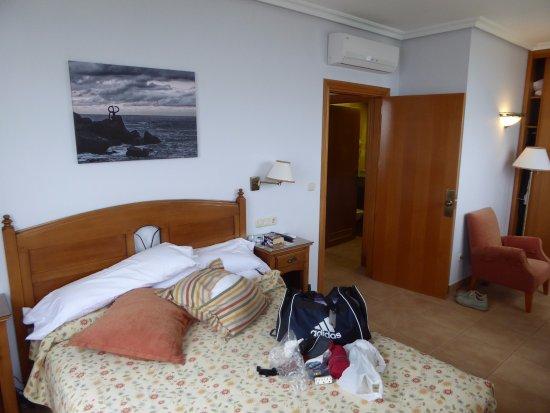 Gudamendi Hotel : Room 202 bedroom