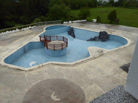 Gudamendi Hotel : Pool empty in May 2017