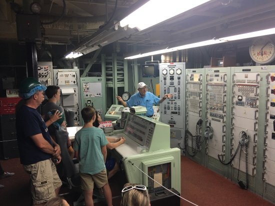 Sahuarita, AZ: Tour group in the control room.