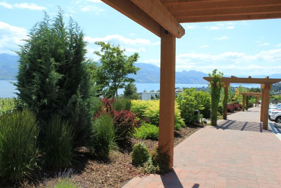 West Kelowna, Kanada: to the parkade