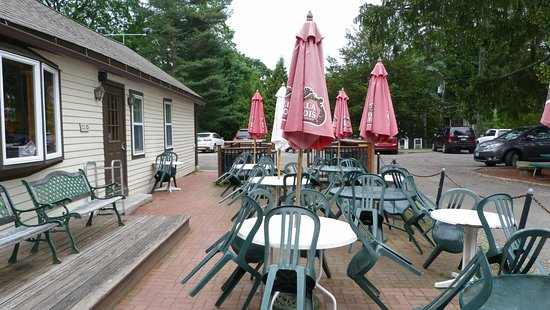 Pomfret, CT: Weather permitting, pleasant outside seating available