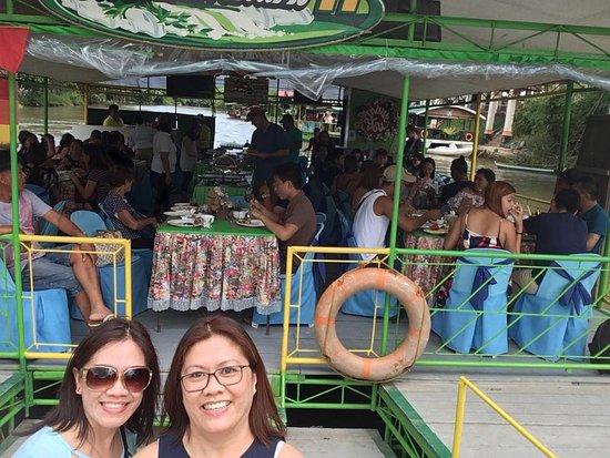 Loboc, Filipiny: fun lunch!