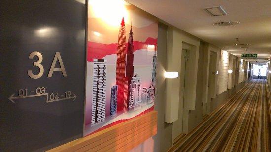 Empire Hotel Subang: 客室階廊下