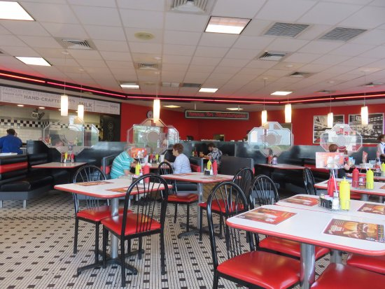 Interior steak 39 n shake picture of steak 39 n shake for Steak n shake dining room hours