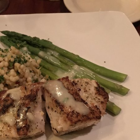 Florida's Fresh Grill: Corvina fish with asparagus and cous cous 👍🏼