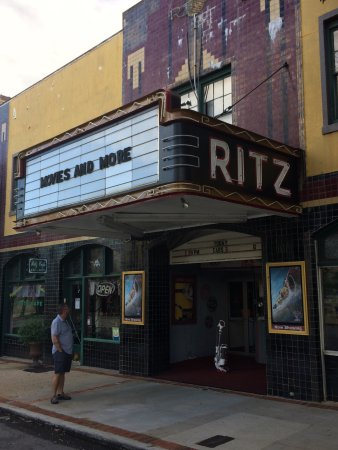 Ritz Cafe: Beautiful old theater!!