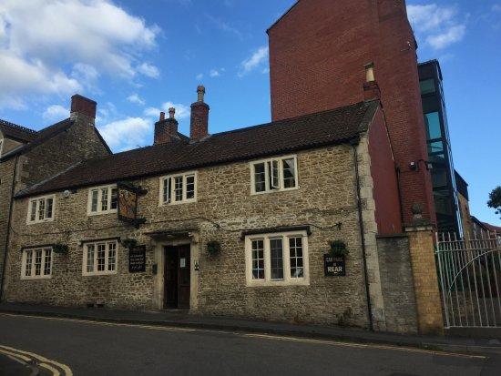 Rode, UK: Viem of front of The Cross Keys