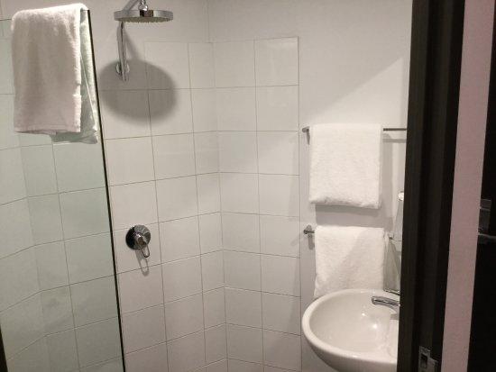 Ibis budget Sydney East: Washroom.