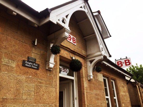 Airdrie, UK: 建築外觀保有原始的風格,非常樸實優雅。