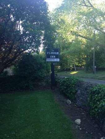 Temple Guiting, UK: Road sign