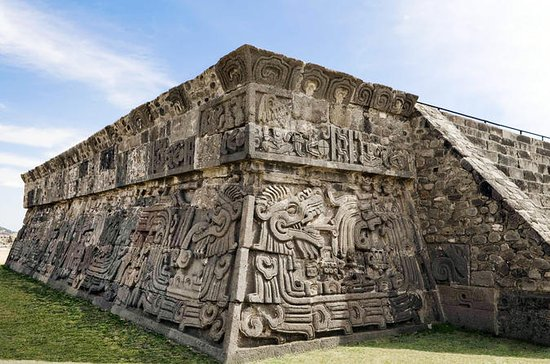 Private Tour: Taxco and Xochicalco...
