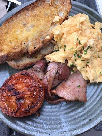 Bungendore, Australia: Scrambled Eggs & Bacon On Toast