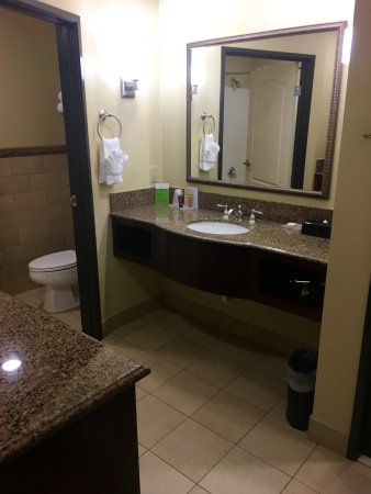 Chino Hills, CA: Sink/vanity across from the fridge/microwave/coffee service