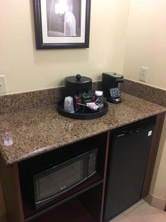 Chino Hills, CA: Microwave/Mini-Fridge and coffee service area.