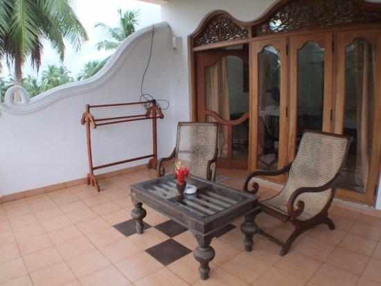 Panchi Villa: Auf dem großen Balkon kann man abends lange und gemütlich sitzen.