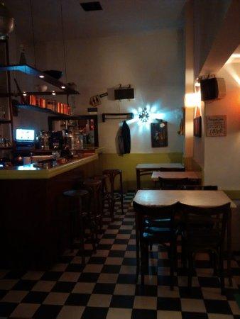 Great atmosphere in a fancy Greek restaurant