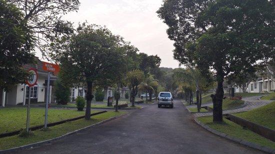 Cilegon, Indonesia: Jalan menuju lobi di gedung utama