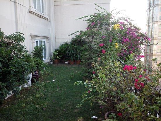 Grand Silverland Hotel & SPA: Little garden on an upper floor