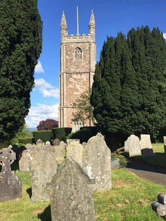 Launceston, UK: Lifton church and graveyard