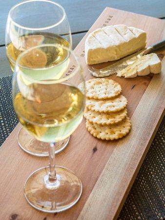 Marahau, New Zealand: Cheese and Wine anyone?
