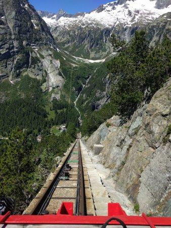 Innertkirchen, Ελβετία: Gelnerbahnfahrt mit Blick ins Tal