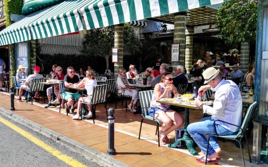 Pizzeria Picasso: Enjoy the sun while eating great pizza!