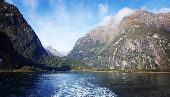 Jucy Cruise Milford Sound: This was the view departing from the port. Absolutely amazing!