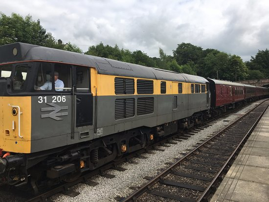 Class 31 arrives Wirksworth